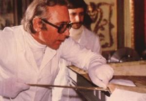 Доктор Леонсіо Гарца-Вальдес досліджує Плащаницю в 1978 році