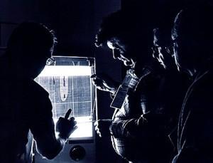 Науковці STURP вивчають рентгенівські знімки Туринської Плащаниці