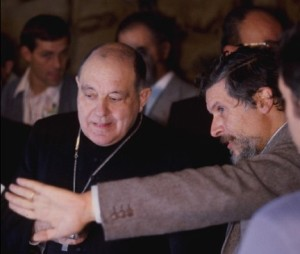 Професор Луїджі Гонелла (справа) обговорює Плащаницю з кардиналом Анастасіо Баллестреро, архієпископому Турина у 1978 році