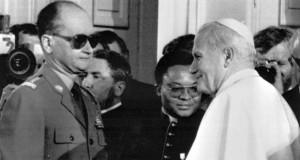 Іоанн Павло ІІ та лідер радянської Польщі Войцех Ярузельський