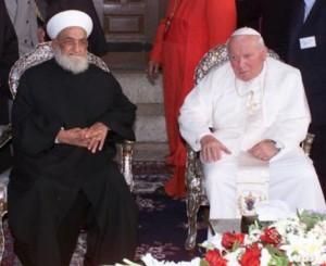 Іоанн Павло ІІ відвідує релігійних мусульманських лідерів в мечеті